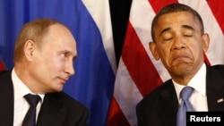 Ресей президенті Владимир Путин (сол жақта) мен АҚШ президенті Барак Обама. 18 қаңтар 2012 жыл.
