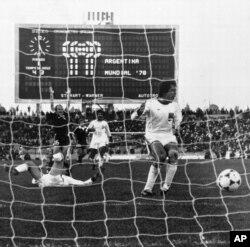 لحظه گل به خودی تیم ایران در مقابل اسکاتلند در جام ۱۹۷۸ آرژانتین
