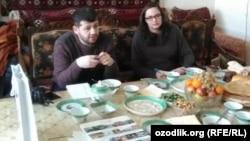 Представители посольства США в Узбекистане Алисон Ханна и Мамед Аскеров на встрече с бывшим политзаключенным Мухаммадом Бекжаном. Хорезм, 3 марта 2017 года.