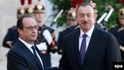 Президент Франции Франсуа Олланд (слева) и президент Азербайджана Ильхам Алиев, 27.10.2014