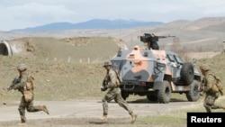 Pamje nga një ushtrim i pjesëtarëve të armatës amerikane