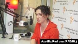 Ayşə Kərimova Gönən AzadliqRadiosunun Bakı bürosunda, 18 may 2011