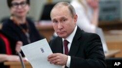 Владимир Путин сайлау учаскесінде. Мәскеу, 18 наурыз 2018 жыл