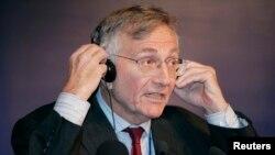 Gazetari Seymour Hersh