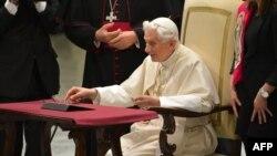 Benedict XVI «Twitter»də ilk mesajını yazır