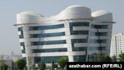 Täze açylan stomatologiýa merkezi. Aşgabat. 25-nji iýul, 2013 ý.