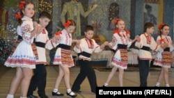 Tineri elevi și liceeni la Festivalul etniilor la Chișinău