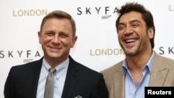 Актерите Даниел Крег и Хавиер Бардем го промовираат новиот филм Скајфол во Лондон.