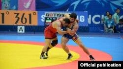 Түштүк Корея -- кыргызстандык балбан Магомед Мусаев 97 кг. салмакта финалда Иран балбаны Реза Йаздани менен күрөшүүдө. 29-сентябрь, 2014