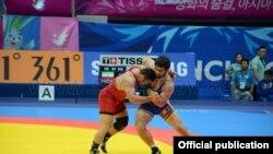 Кыргызстандык балбан Магомед Мусаев 97 кг. салмакта финалда Иран балбаны Реза Йаздани менен күрөшүүдө. 29-сентябрь, 2014