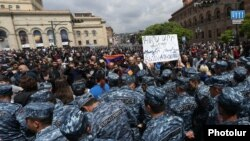 Armenia - Riot police confront protesters in Republic Square in Yerevan, 22 April 2018.