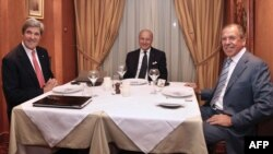 Лоран Фабиус на одной из встреч с Сергеем Лавровым и Джоном Керри