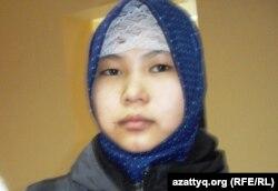 Таншолпан, сестренка обвиняемого Адильбека Айдарова. Актобе, 25 ноября 2013 года.