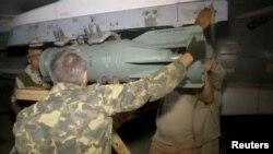 Сириядағы Ресей әскерилері әуе шабуылына дайындалып жатыр. 1 қазан 2015 жыл.