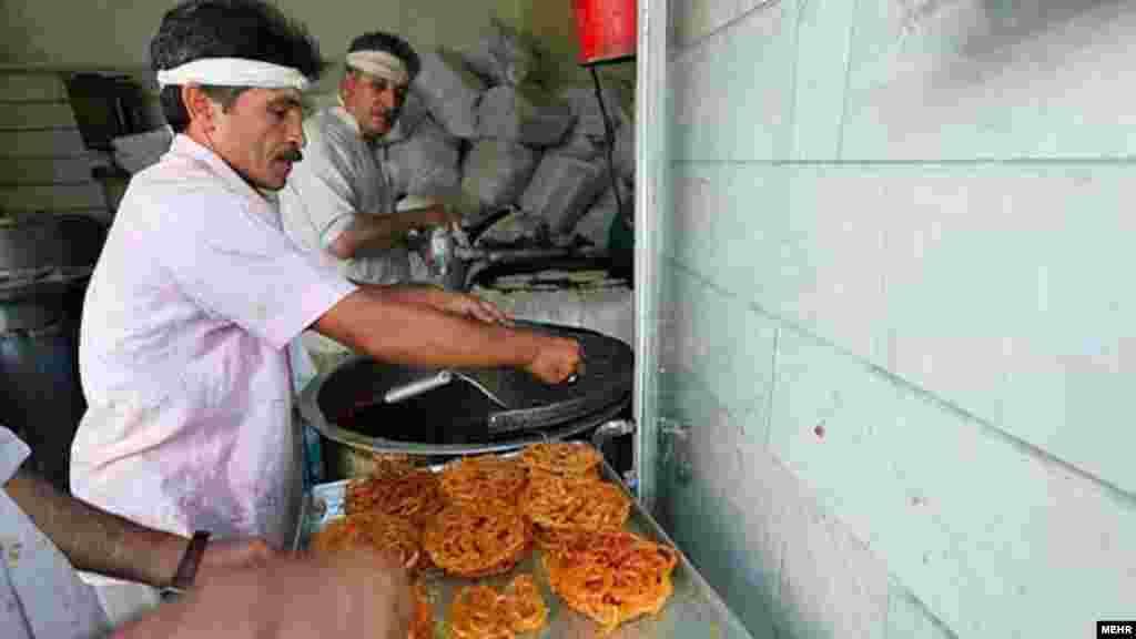 Иран. Готовят угощение к Рамадану