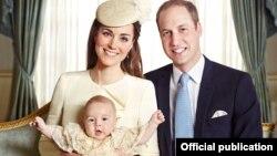 د برتانیا شهزاده ولیم او شهزادګۍ کېټ له خپل زوی جورج سره