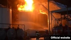 Пожар на нефтебазе под Киевом.