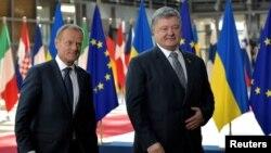 Президенты Украины Петр Порошенко (справа) и Европейского совета Дональд Туск, Брюссель, 22 июня 2017 года