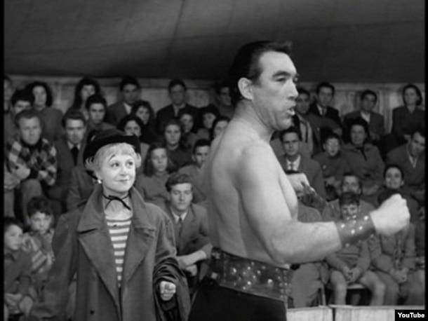 """Giulietta Masina və Anthony Quinni """"Yol"""" filmində. 1954-cü il."""