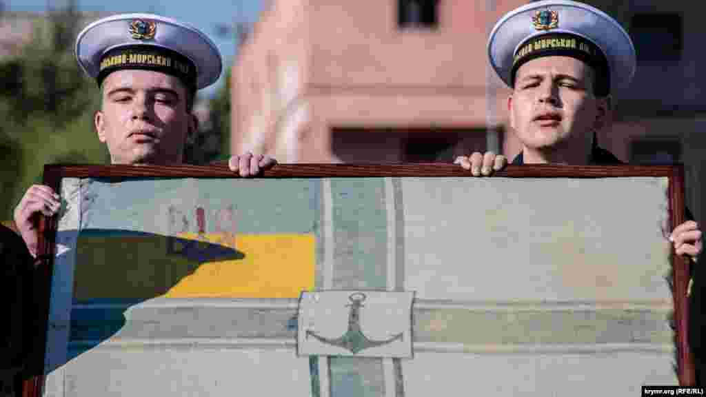 Історичному військово-морському прапору – 100 років. Його привезли до Одеси зі США з Українського національного музею в Чикаго