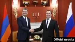 Встреча Тиграна Саргсяна (слева) и Дмитрия Медведева в Сочи, 24 февраля 2014 г. (Фотография – пресс-служба правительства Армении)