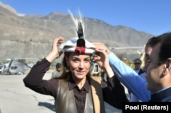 Catherine dons a regimental cap of the Chitral scouts on her arrival in Pakistan's Chitral District in the province of Khyber Pakhtunkhwa.
