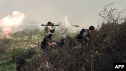 Սիրիացի զինյալ ապստամբները մարտի ժամանակ, արխիվ