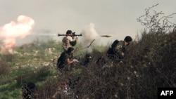 Սիրիացի ապստամբները կառավարական ուժերի հետ մարտերի ժամանակ, արխիվ