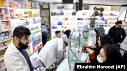 Tehranda aptek, 25 fevral, 2020-ci il