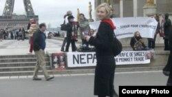 Хайван хокукларын яклаучы Наталья Клузо Париждагы урам чараларының берсендә