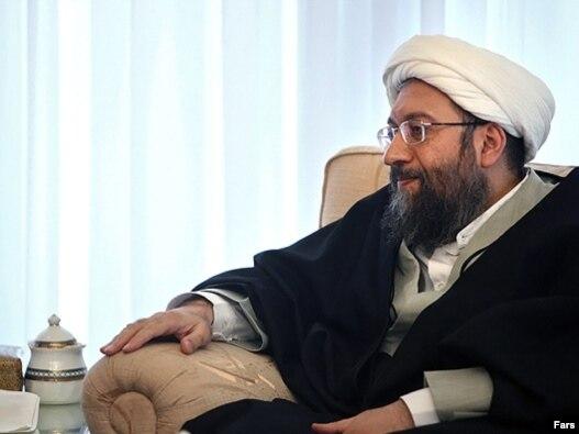رئیس قوه قضاييه ايران از مصاحبه وکلا با رسانه های خارجی انتقاد کرده  و آن را موجب بدنام شدن جامعه وکلا دانسته است.