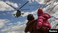 Херсон өлкәсендә Кырым янындагы Салково авылы күгендә Украина хәрби боралагы