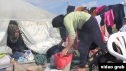 Афганські мігранти у таборі у Греції