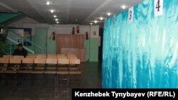 Алматыдағы cайлау учаскелерінің бірі. 15 қаңтар 2012 жыл. (Көрнекі сурет)