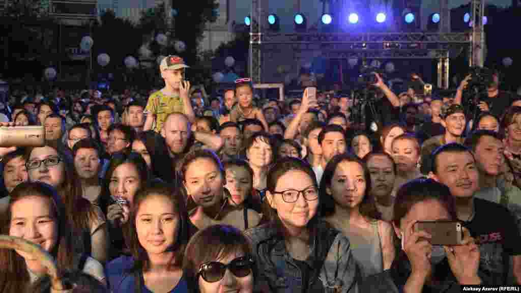 Лица и эмоции тех, кто слушал и видел выступление участников фестиваля.