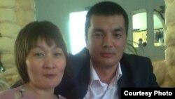 Айман Сарсенбаева с мужем Кайратом Сарсенбаевым, полицейским, осужденным по делу о пытках.