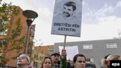 Sa protesta na kojima se tražila istina o uzroku smrti Astrita Deharija