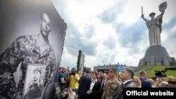 Заходи до Дня пам'яті та примирення в Києві, відкриття фотовиставки «Четверте покоління», 8 травня 2017 року