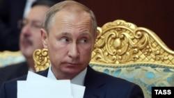 Ресей президенті Владимир Путин ҰҚШҰ саммитінде. Душанбе, 15 қыркүйек 2015 жыл.