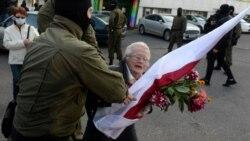 Egy 73 éves dédnagymama az egyik legharcosabb minszki tüntető