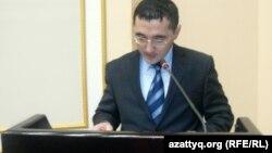 Ақтөбе облыстық прокуратурасы 1-басқарманың бөлім бастығы Нұрлан Қалдығожин. Ақтөбе, 26 қараша 2012 жыл.