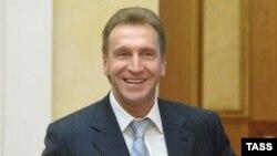 Игорь Шувалов рассказал законодателям, что стратегически Россия по-прежнему уверенно движется к запланированному экономическому росту, но с небольшими тактическими поправками