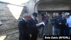 Під час ушанування в меморіалі «Ясеновац», 15 квітня 2016 року