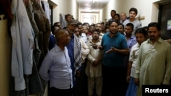Foreign workers gather to speak to journalists at the Qadisiya labor camp in Saudi Arabia. (file photo)