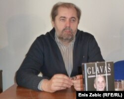 Novinar Drago Hedl na promociji knjige o Branimiru Glavašu