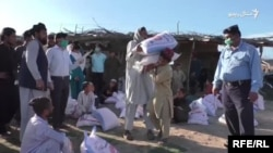 اسلام اباد کې پر افغان کډوالو خواړه ووېشل شو
