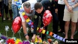 Gradonačelnik Orlanda i šef policije polažu cveće za žrtve napada