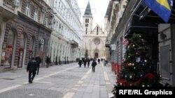 Glavna pješačka zona - Ferhadija okićena je za Novu godinu