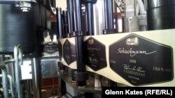 Производство вина на предприятии Бурхарда Шухмана. 7 апреля 2013 года.