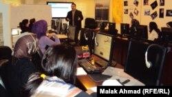 جانب من الدورة التدريبية لمعهد الحرب والسلام للصحافة